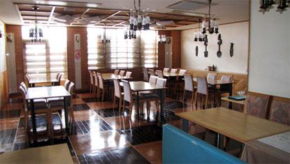 dining room refre akakura