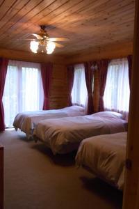 Log Hotel Early Bird-Living Room